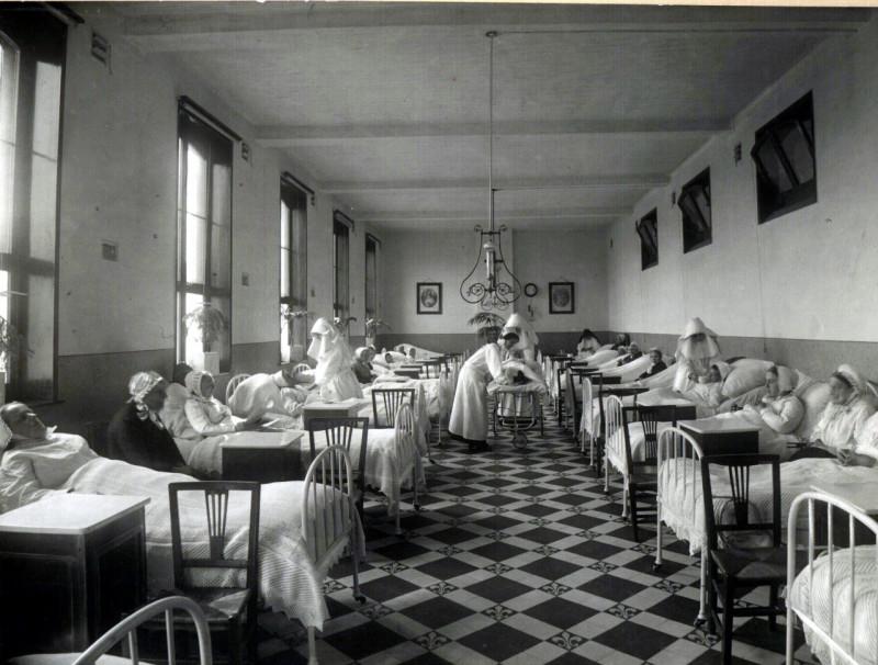 Verpleegkundige zorg door de Zusters van Liefde in een hospice in Gent (Archief Zusters van Liefde, Gent)
